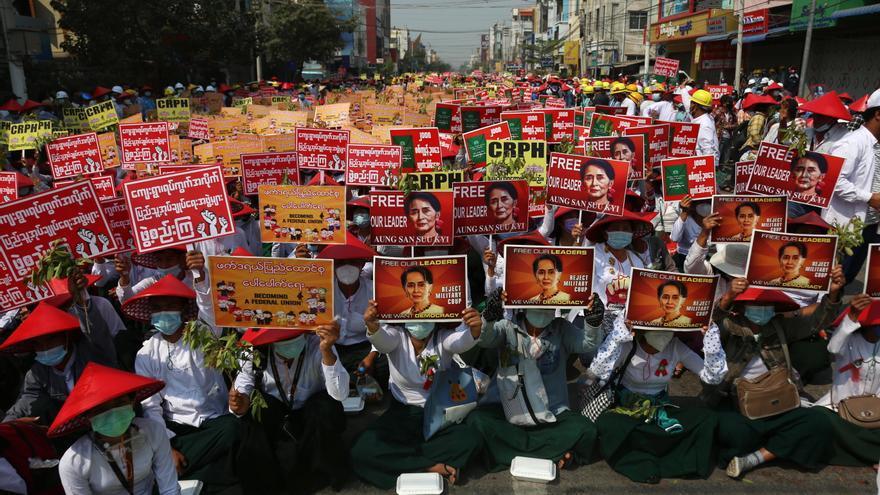 Nuevas protestas y cócteles molotov contra la Policía en las calles de Rangún
