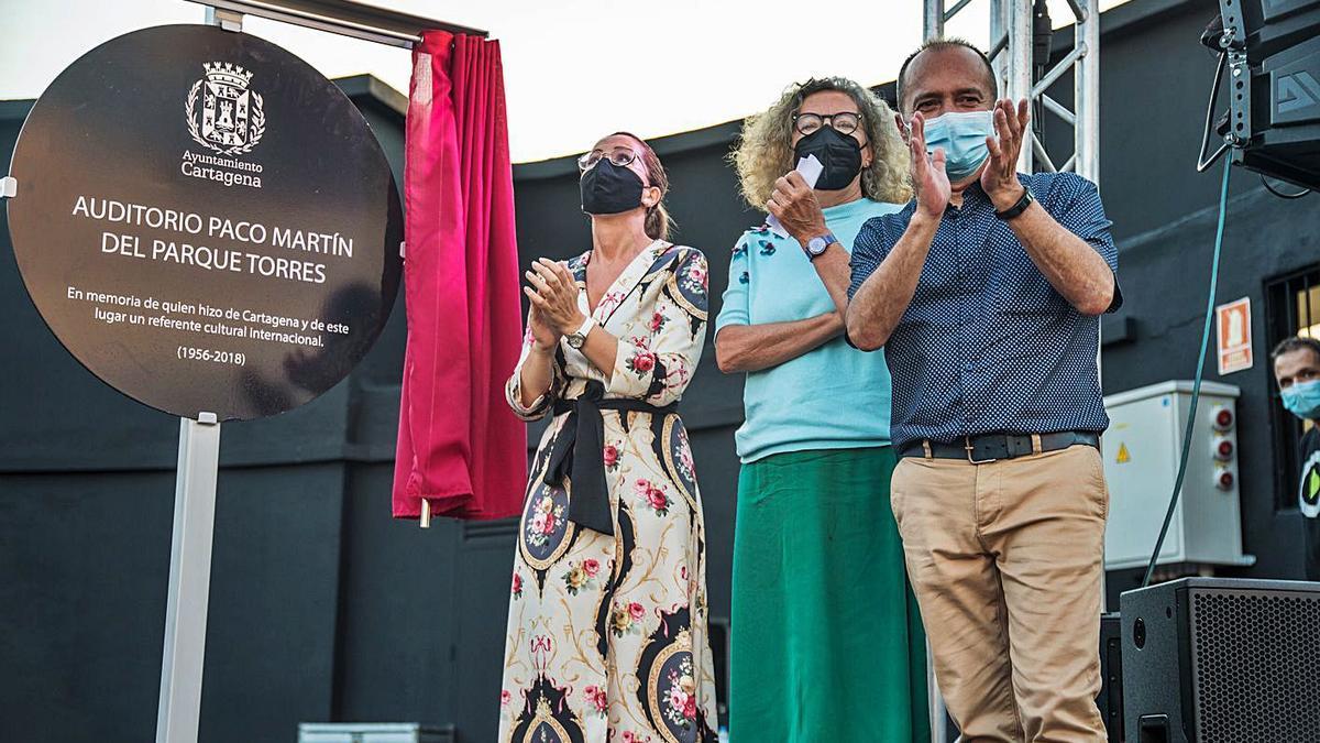 Un momento del acto de nominación del Auditorio Paco Martín en el Parque Torres.