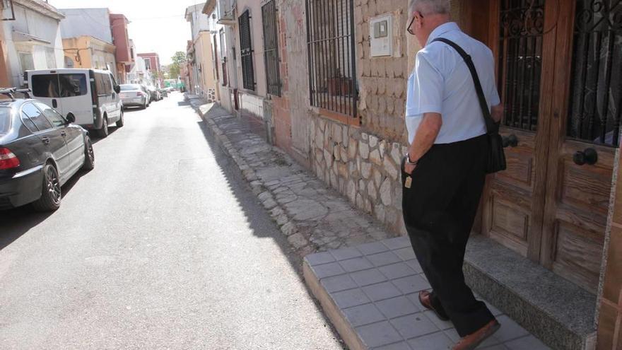 Barrio Peral reclama una reforma urbana para ser accesible en silla de ruedas