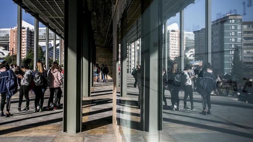 """""""Hay clases de Bachillerato de hasta 34 estudiantes"""", alerta el sindicato SUATEA"""