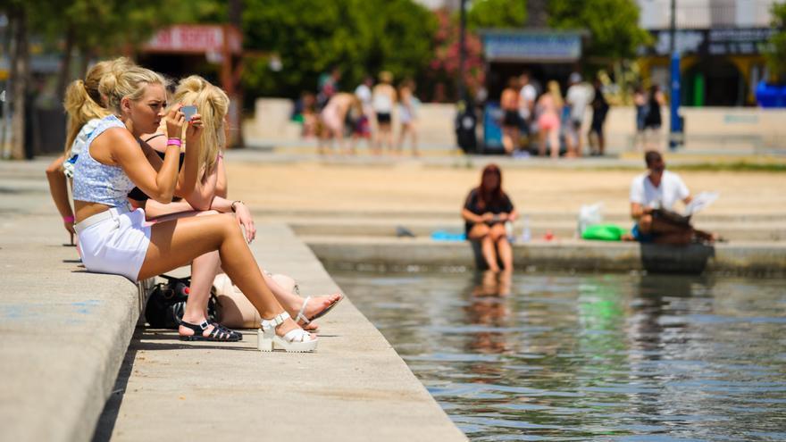 El turismo inglés se 'muda' de Sant Antoni a la bahía