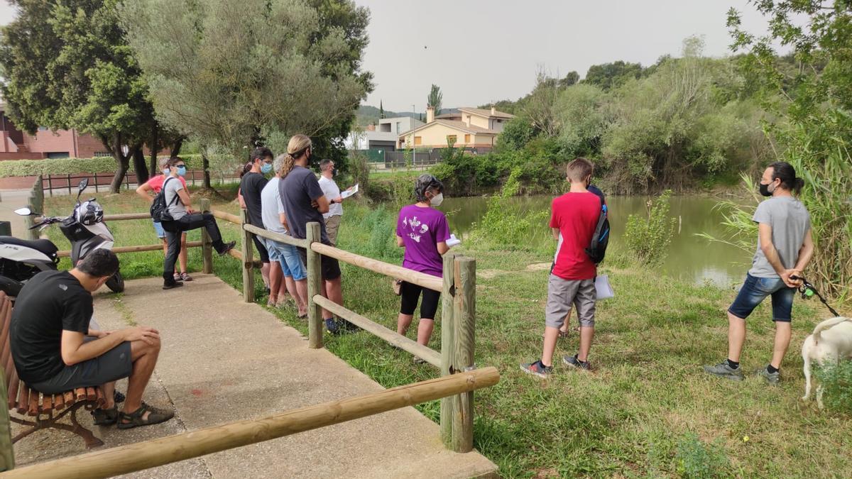Primera sessió informativa de l'associació Galanthus a la bassa de Can Marturi de Celrà