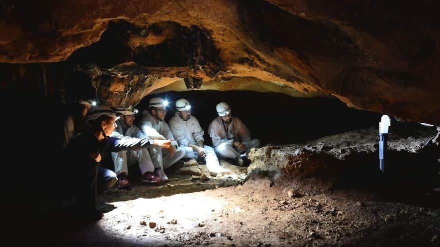 Rincón abrirá al público la Cueva de la Victoria en un plazo máximo de tres meses