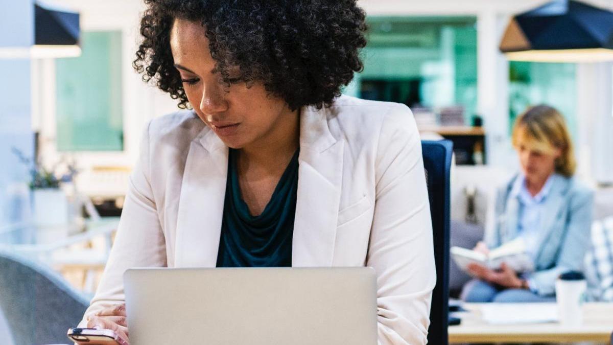 La importancia de delegar y optimizar el papeleo para un autónomo
