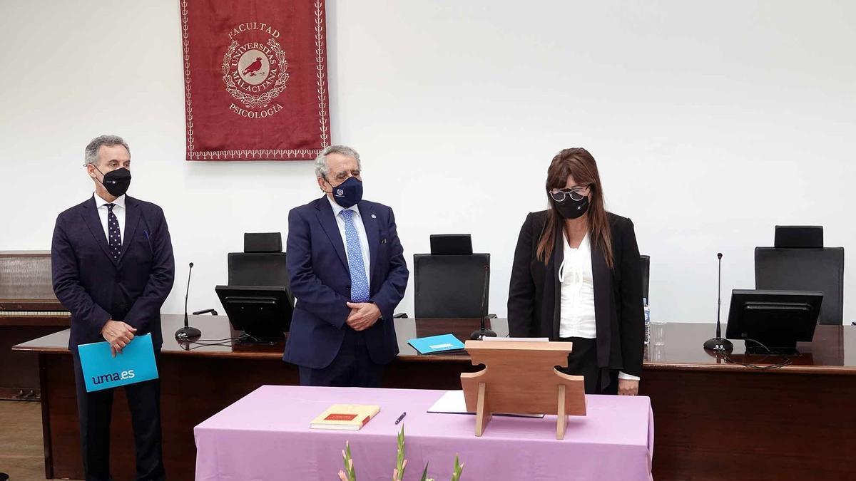 Isabel Hombrados toma posesión como decana de la Facultad de Psicología y Logopedia.
