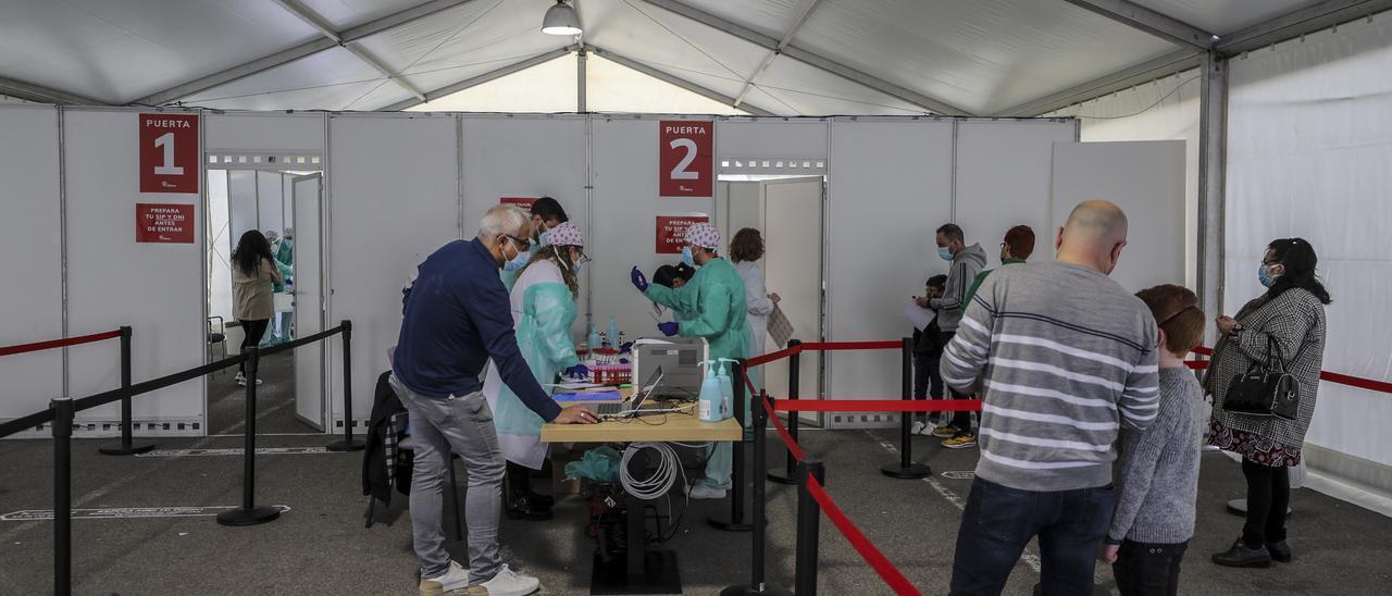 Realización de pruebas PCR en el Hospital del Vinalopó-Doctor Mas Magro