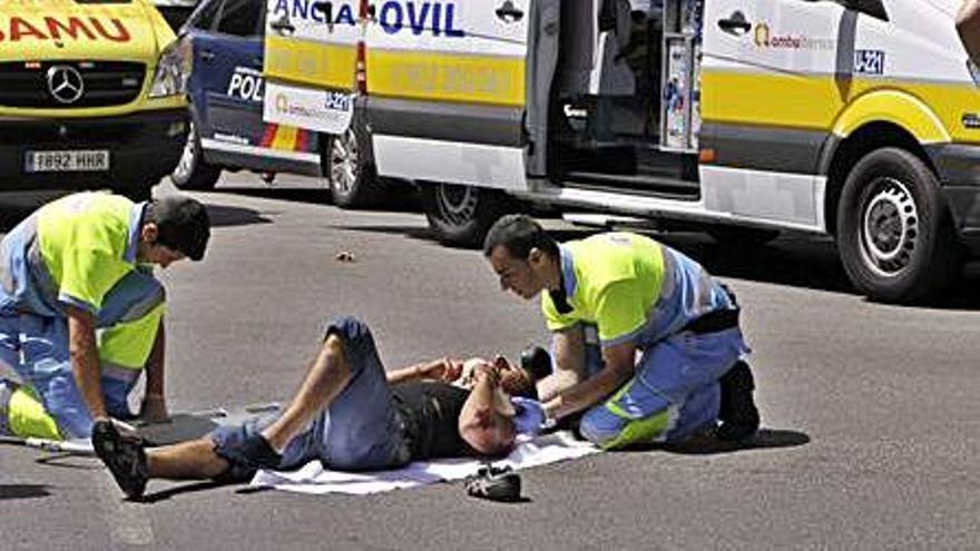 Las ambulancias programadas paran cuatro horas hoy reclamando un nuevo convenio