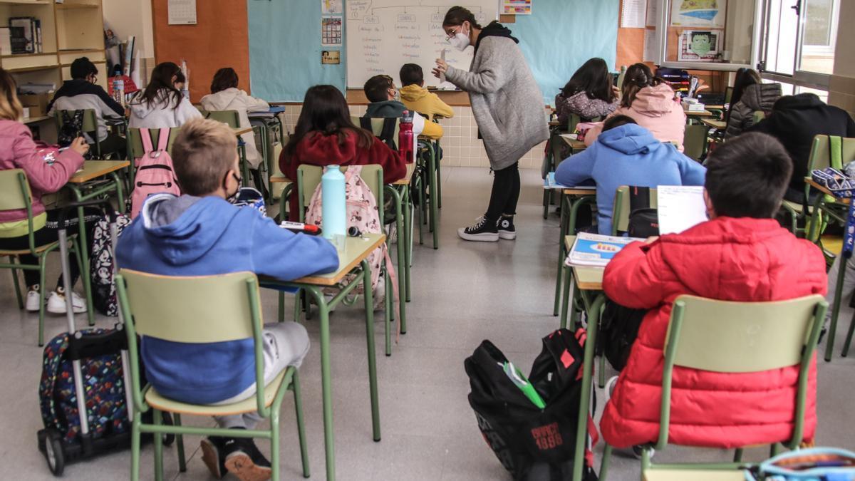 Los socialistas piden dotar a todos los centros educativos de purificadores de aire en sus aulas.