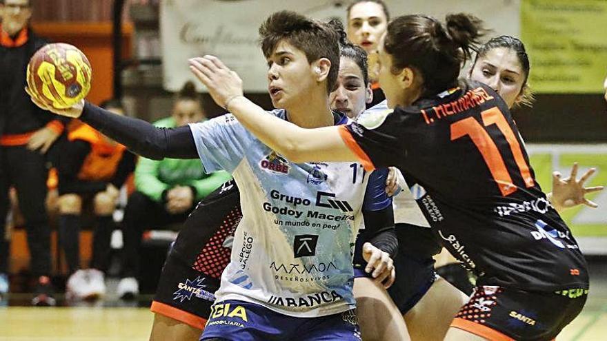 Cecilia Cacheda seguirá una temporada más en Gijón