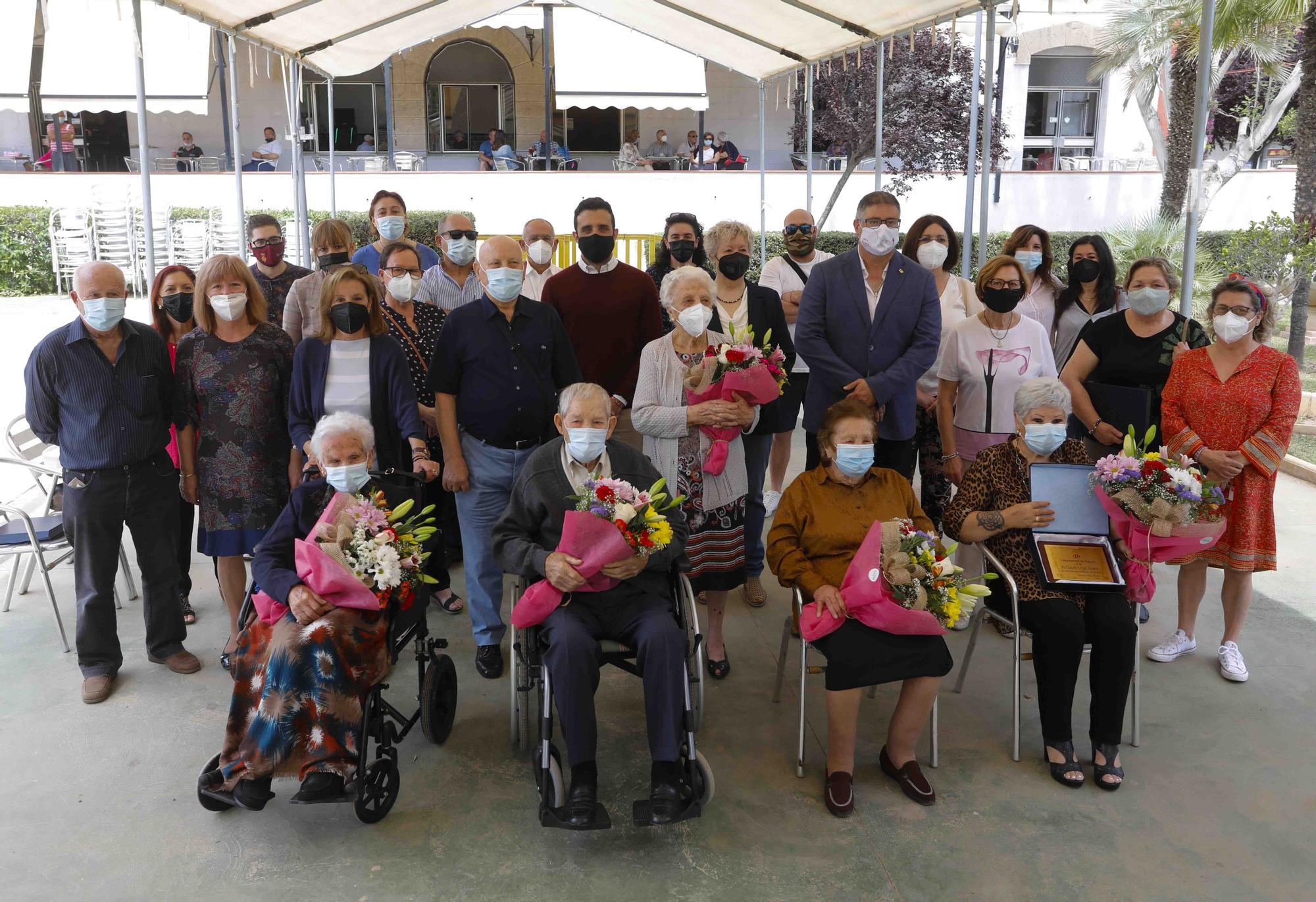 Sagunt rinde homenaje a sus mayores centenarios.