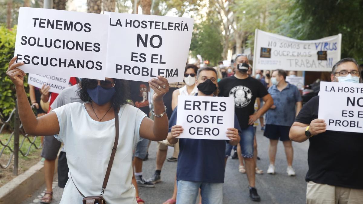 Manifestación de los hosteleros por las medidas restrictivas de la Generalitat