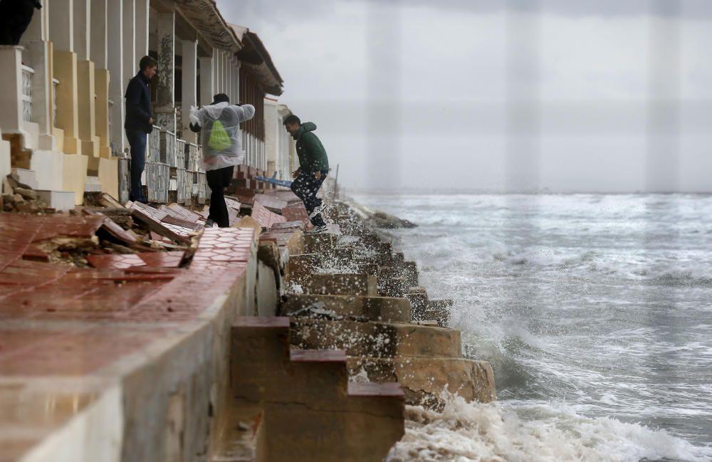 El temporal deja Guardamar del Segura sin playa