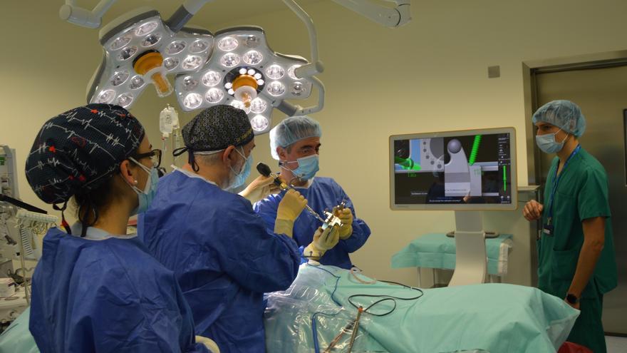 Castilla y León estudia posibles traslados de pacientes COVID a otras comunidades