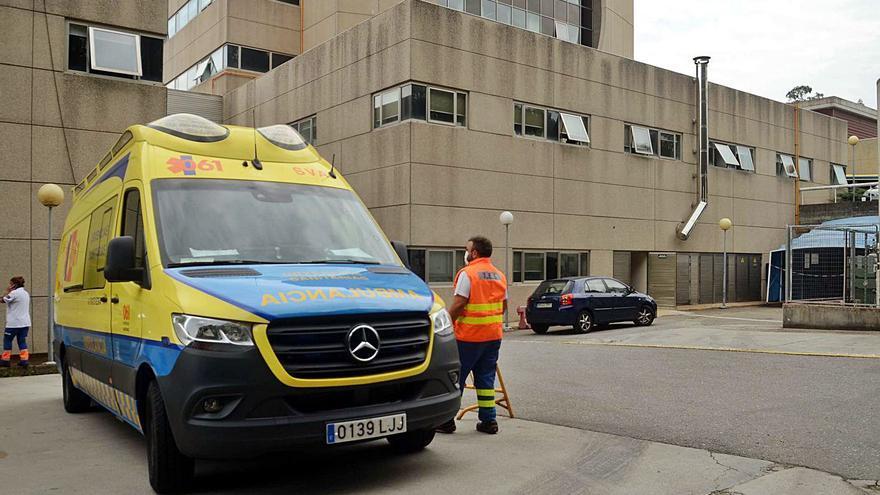 La ambulancia medicalizada regresa al Hospital do Salnés