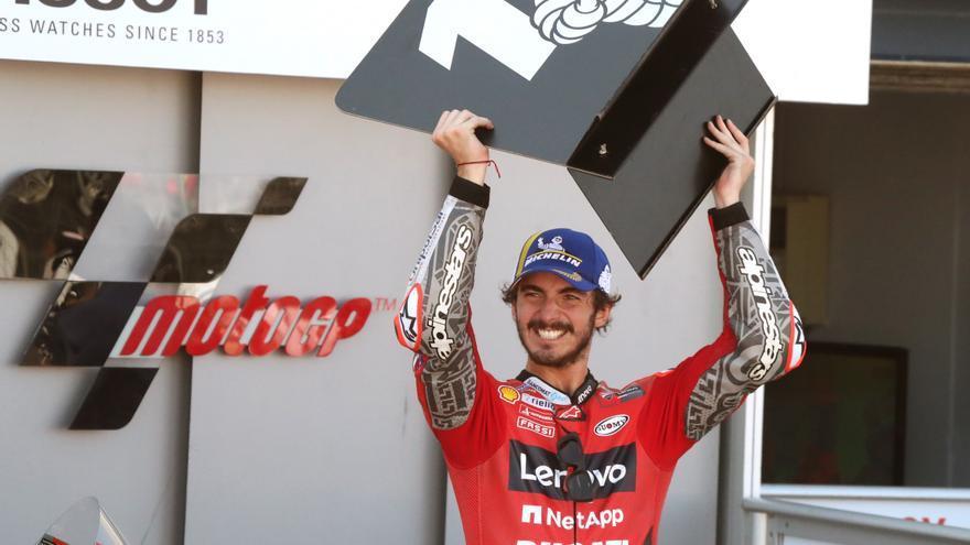 Bagnaia guanya, Márquez mostra la seva millor versió i Quartararo punxa