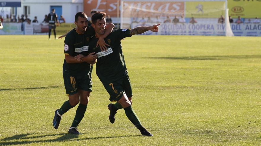 Un Córdoba CF demoledor golea al Coria y refuerza su liderato