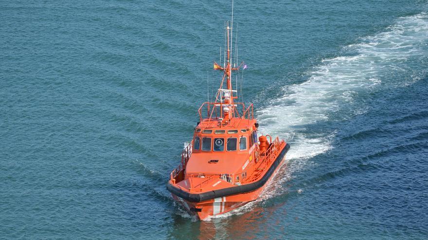 Rescatados los siete tripulantes de un catamarán en Formentera