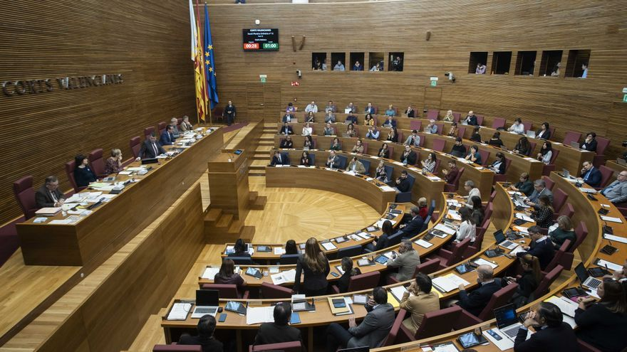 Los grupos de las Corts pactan airear sus gastos