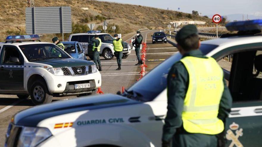 Muere un camionero en un choque frontal entre dos tráilers en la N-2 en Pina de Ebro