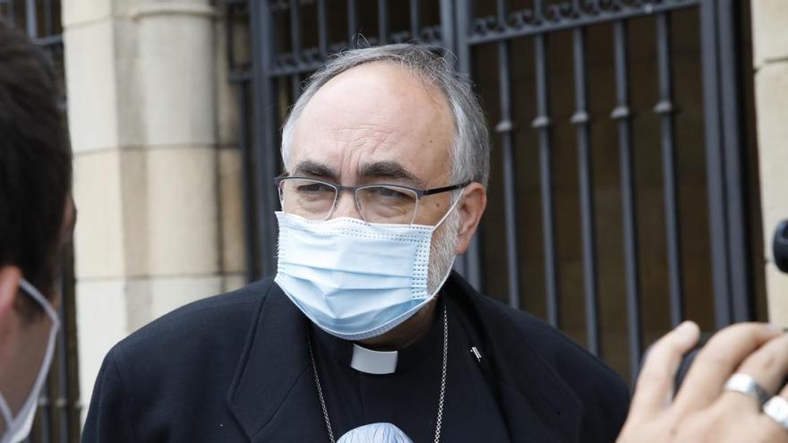 """El Arzobispo de Oviedo, a los encerrados de la hostelería: """"Comprendemos su dolor; las puertas de la Iglesia no se cierran nunca"""""""