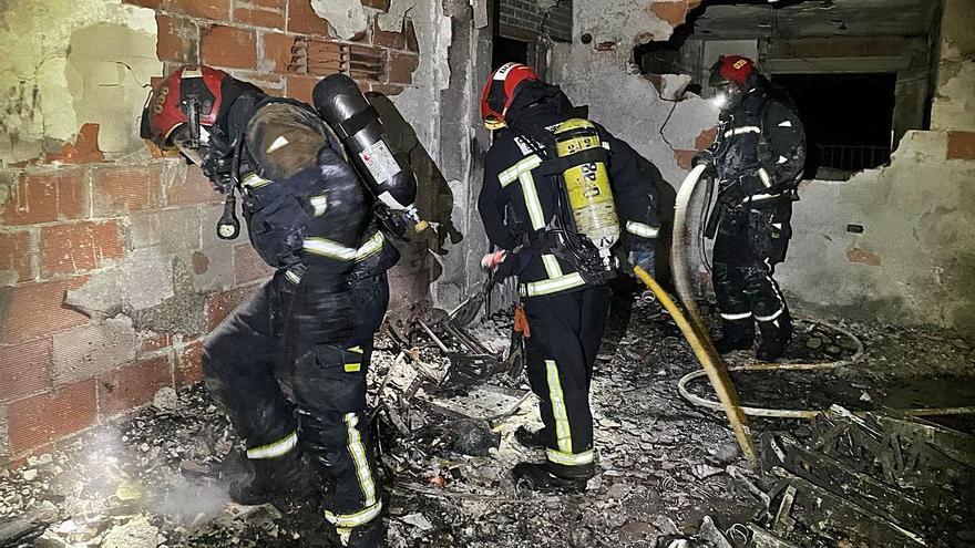 Rescatan a 8 personas de un incendio en Benicàssim