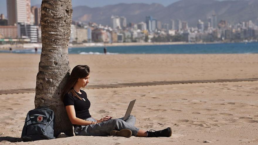 Benidorm se lanza a captar un nuevo perfil de turistas: los «nómadas digitales»