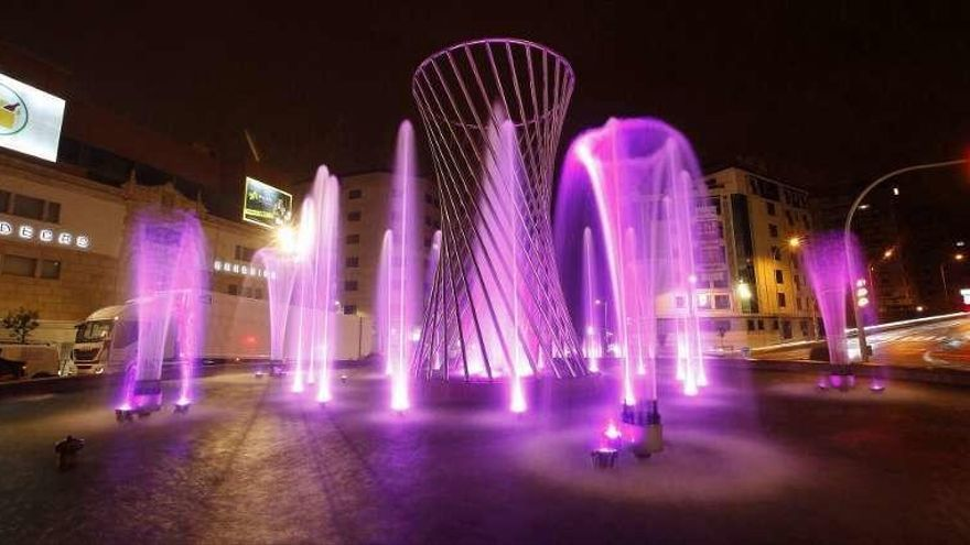 Las fuentes de Aragón se iluminan por el Día de la Niña