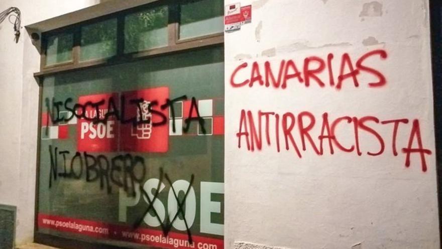 Torres califica de ataque a la democracia las pintadas en una sede del PSOE en Tenerife