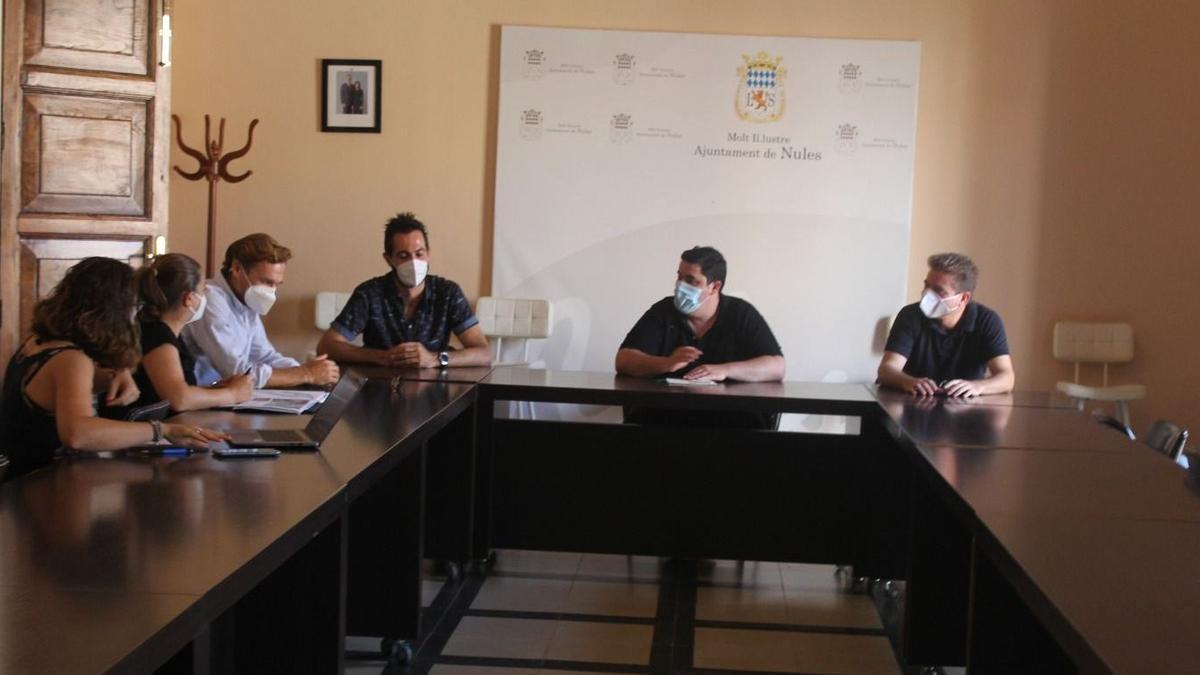 Reunión de representantes de Ibérica de redes con el alcalde de Nules