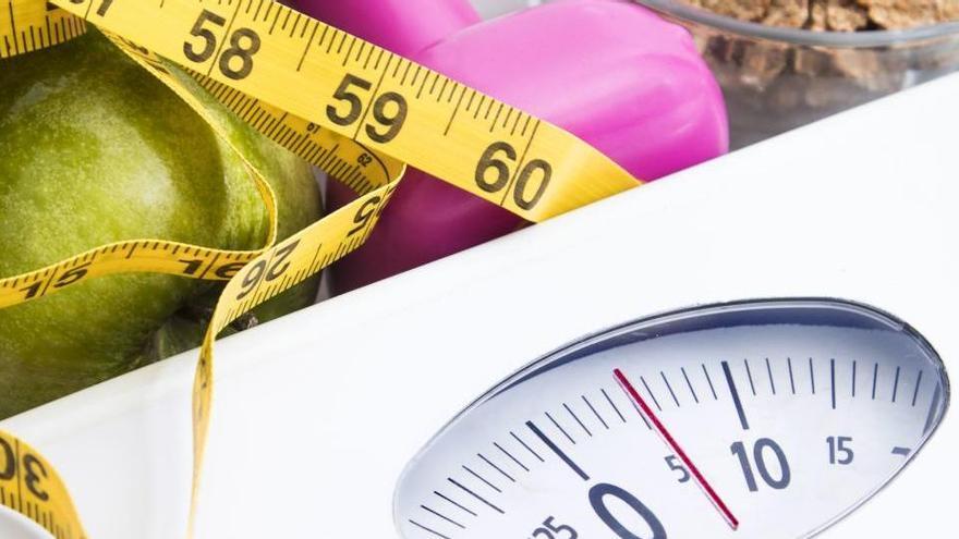 L'exercici per perdre pes a partir dels 40 anys de forma fàcil i sense sortir de casa