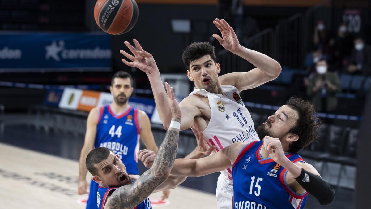 Imagen del choque entre el Real Madrid y el Anadolu Efes en la Euroliga