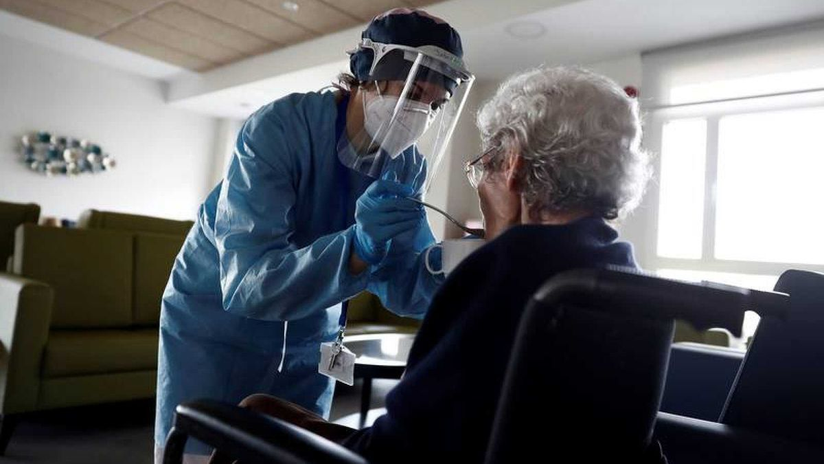 Un informe revela que la mitad de los óbitos por el virus se localizó residencias