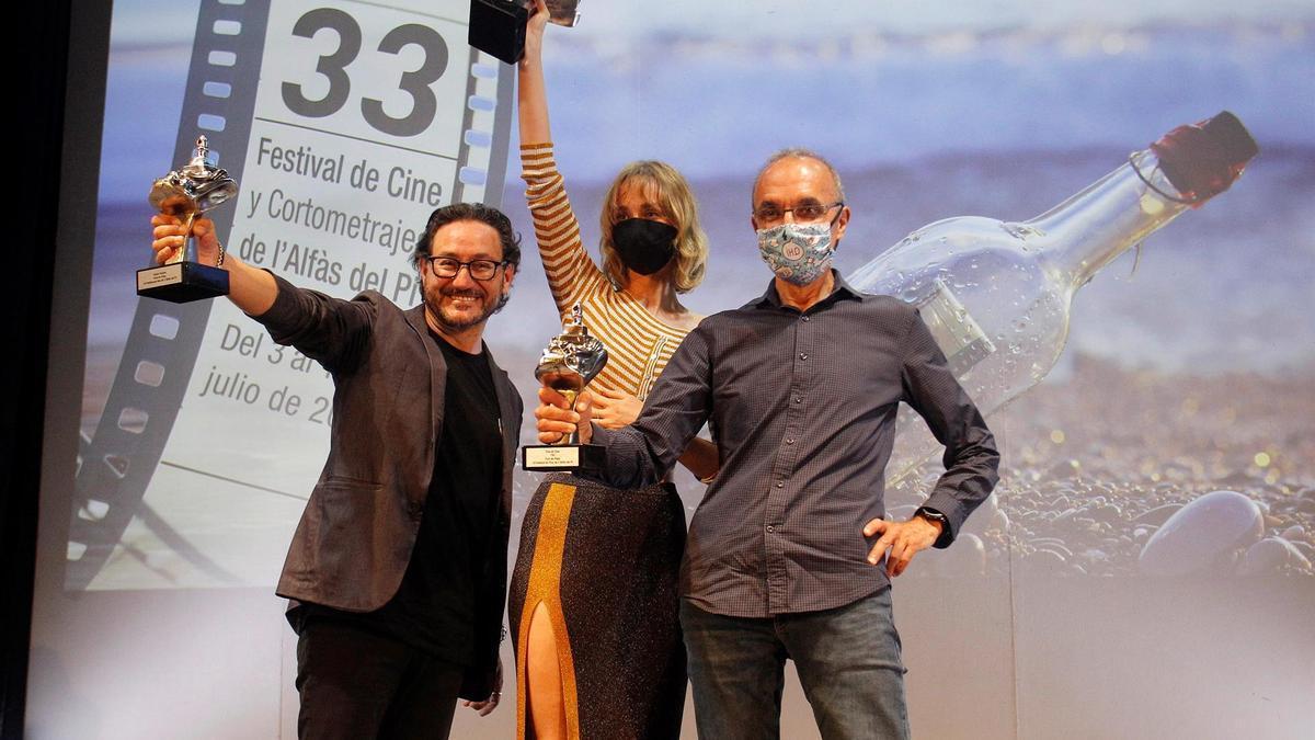 Carlos Santos, Ingrid García-Jonsson and the director of programs at RTVE, Gerardo Sánchez.