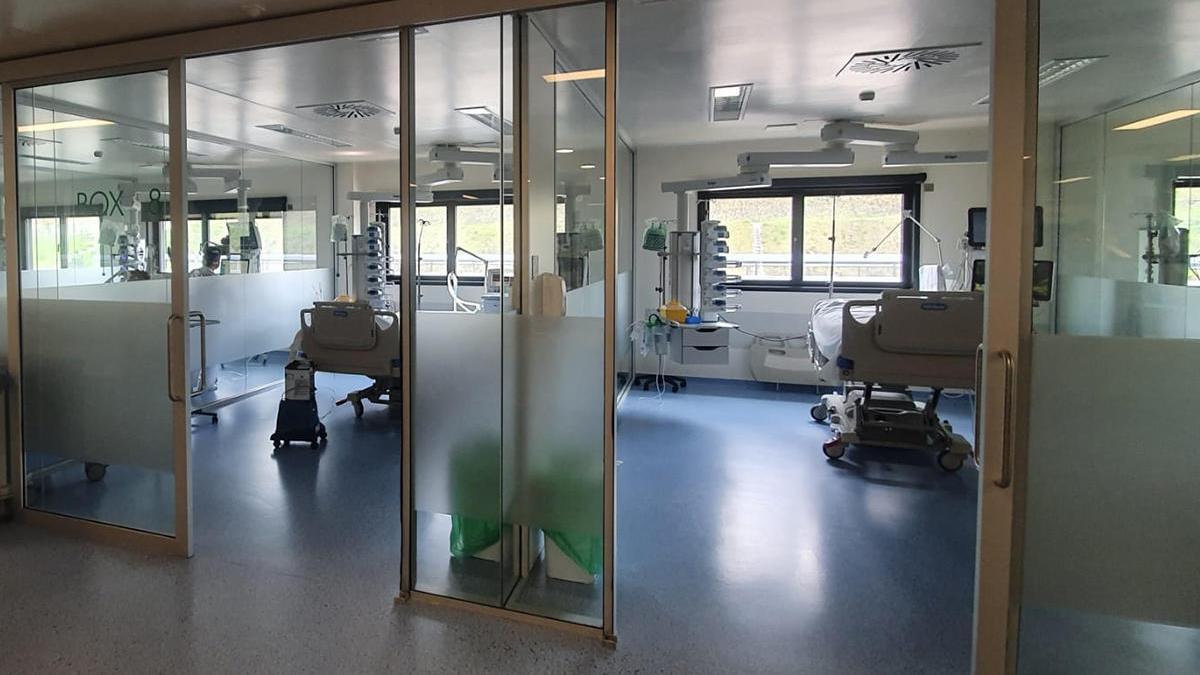 La UCI del Cunqueiro, que estaba vacía de pacientes de Covid-19 hasta la llega de este paciente // FdV