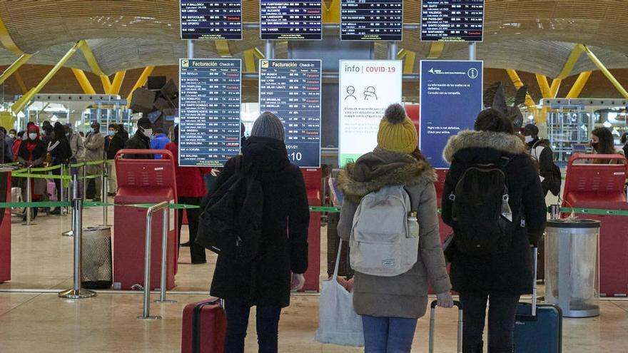 Los pasajeros de los vuelos de Brasil y Sudáfrica tendrán que pasar cuarentena obligatoria