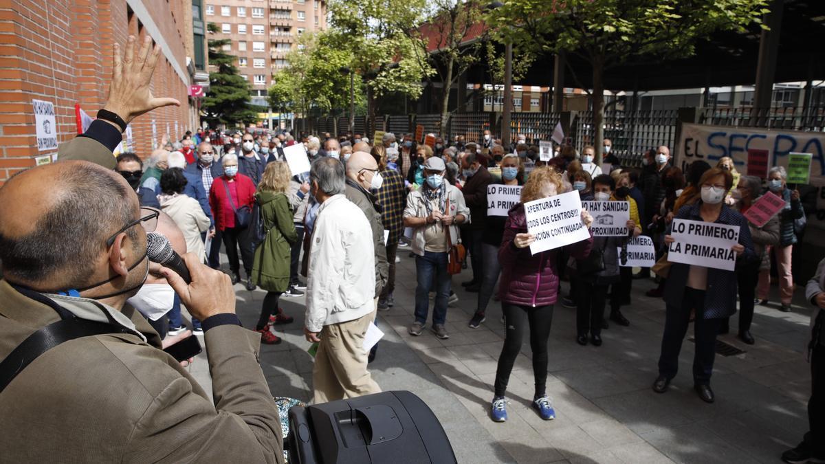 Protesta vecinal en el centro de salud de Severo Ochoa