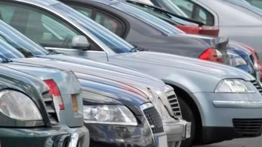 El detalle que te puede costar hasta 200 euros de multa por tener el coche bien aparcado y parado en la calle