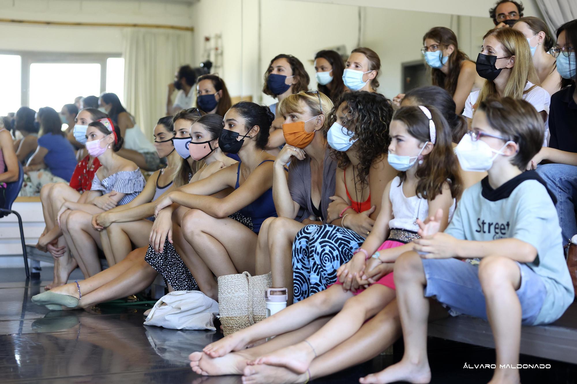 Lucía Lacarra comparte sus vivencias con alumnos de Mallorca