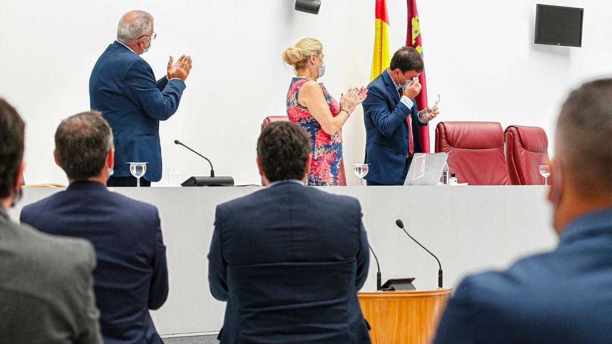 La Asamblea puesta en pie despide al socialista Emilio Ivars