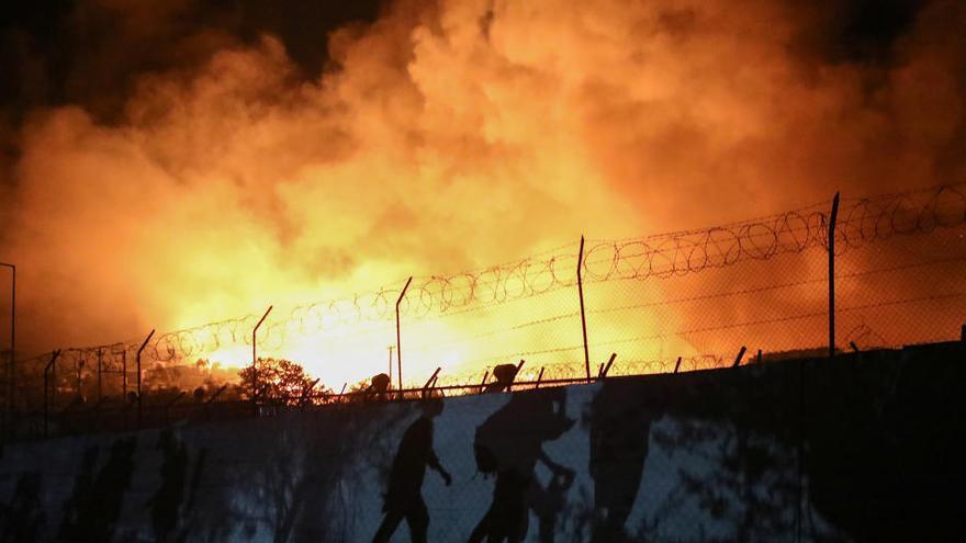 Un incendio destruye el campo de refugiados de Moria
