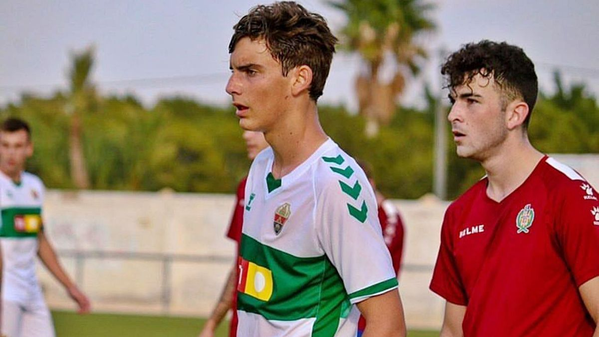 El murciano Javi Villar durante un partido con el Juvenil del Elche.