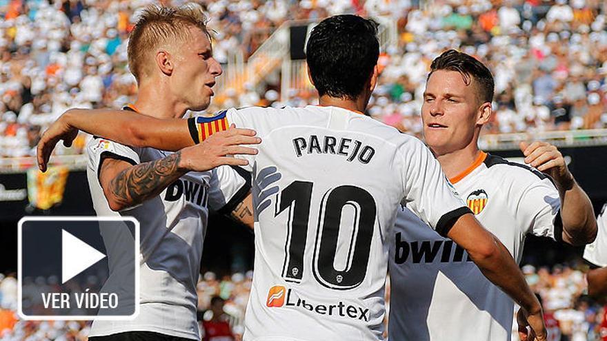 Dos penaltis dan al Valencia su primera victoria