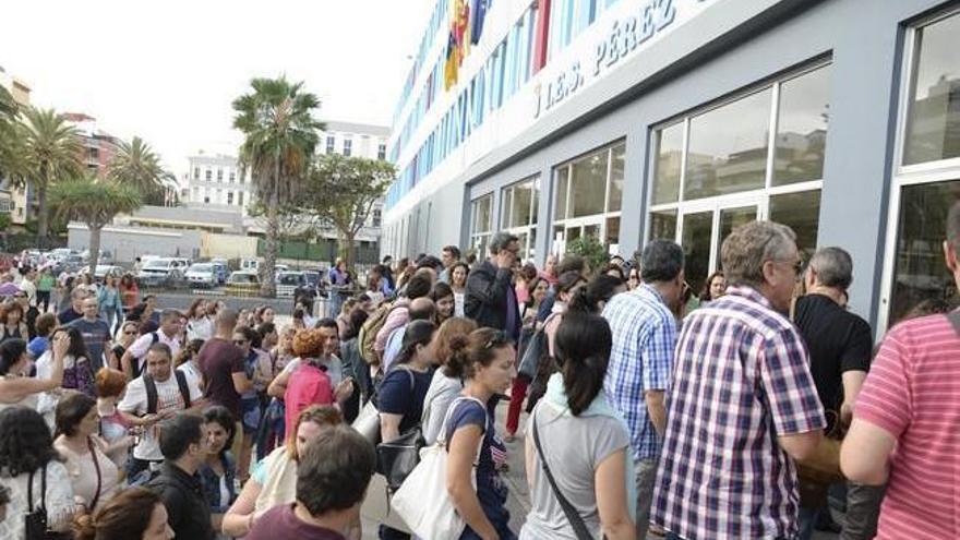 Más de 14.000 personas aspiran a cubrir 1.200 plazas de maestro en Canarias
