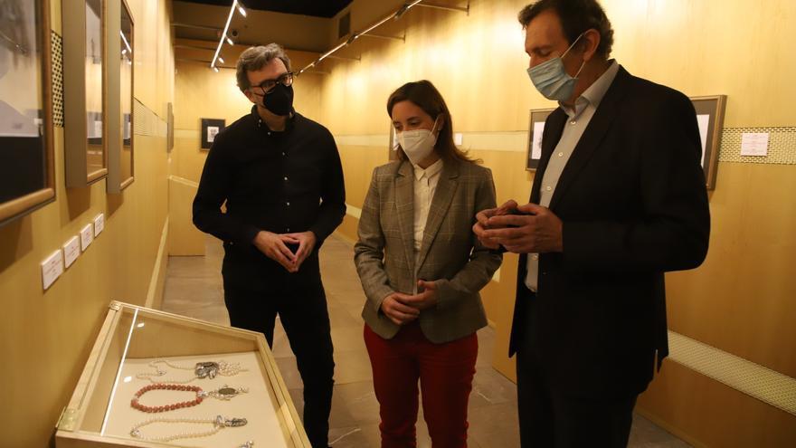 El platero y artista Pepe Luque muestra una colección de joyas en el Bellas Artes inspiradas en Romero de Torres