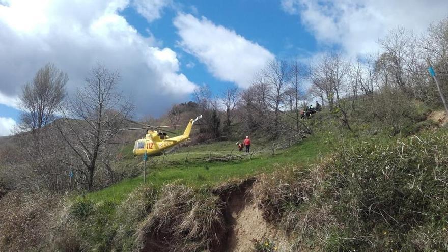 Fallece una niña de 3 años y un adulto resulta herido grave al volcar un tractor