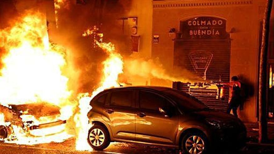 Coches quemados, cohetes contra un helicóptero y ácido a los Mossos
