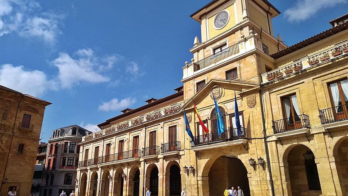 La fachada de la Casa Consistorial de Oviedo.   LNE