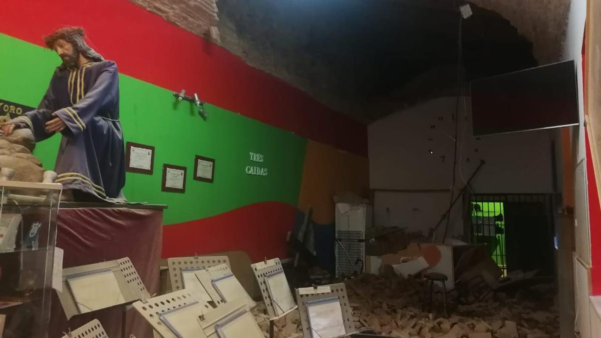 Local de la Banda repleto de escombros tras el desplome en el Alcázar