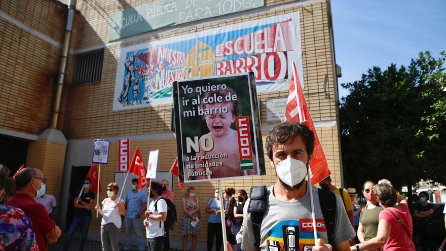 CCOO y familias del colegio Hernán Ruiz protestan contra la supresión de líneas