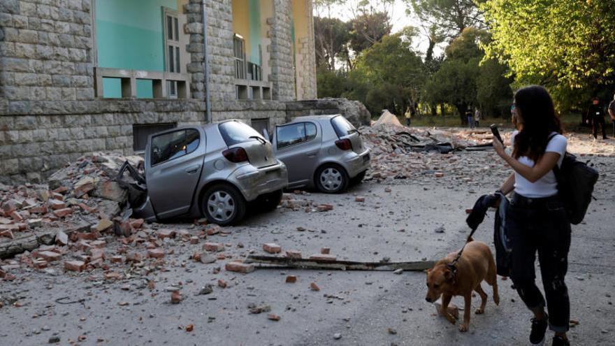 Més de 100 ferits i 500 cases afectades per un terratrèmol a Albània